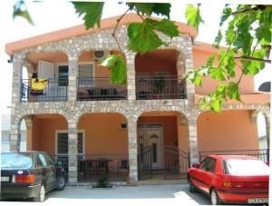 Apartament Darinka dom i otoczenie 06