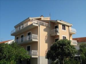 Apartamenty Tomislav - dom i otoczenie 02